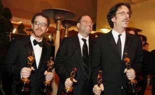 Les frères Cohen (à gauche et au centre) et Scott Rudin aux Oscars le 24 février 2008
