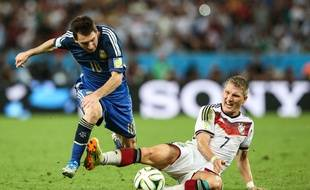 Lionel Messi au duel avec Bastian Schweinsteiger lors de la finale de la Coupe du monde le 13 juillet 2014.