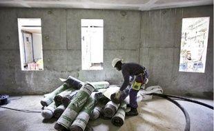 De grands logements sociaux doivent être construits pour accueillir les familles.