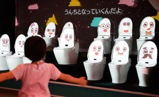 Le Japon est célèbre pour la conception high tech de ses toilettes, déconcertantes de prime abord pour le non initié, avec cuvette chauffante, jets d'eau chaude et autres gadgets...