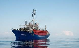 Le navire Lifeline sur les eaux de la Méditerrannée, le 21 juin 2018.