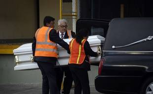 Le corps d'une petite migrante guatémaltèque de 7 ans, morte après avoir été interceptée par des garde-frontières américains début décembre, a été rapatrié dimanche dans un cercueil blanc à l'aéroport de Guatemala.