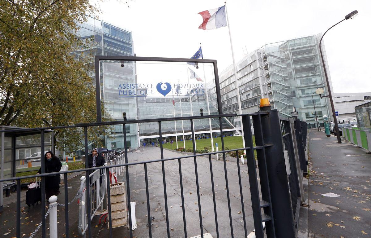 L'entrée de l'hôpital George Pompidou à Paris le 7 novembre dernier. – THOMAS SAMSON / AFP