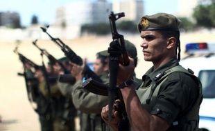 Les Palestiniens enterraient jeudi trois morts, un détenu sexagénaire décédé en Israël et deux jeunes tués par l'armée israélienne, dans un climat de vive tension et de colère à travers les Territoires palestiniens.