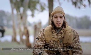 Capture d'écran d'une vidéo diffusée par le centre de médias du groupe Etat islamique le 24 janvier 2016, montrant Omar Mostefai, l'une des personnes impliquées dans les attentats du 13 novembre à Paris