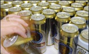 """Pour la Cour des comptes, rien ou presque n'a été fait en quatre ans pour améliorer la politique publique de lutte contre l'alcoolisme, entravée, selon elle, par """"le poids économique du secteur de la production et de la commercialisation de l'alcool""""."""
