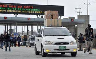 La Corée du Nord a empêché mercredi une délégation d'hommes d'affaires sud-coréens d'apporter des vivres à leurs 200 employés restés sur le site industriel intercoréen, après sa fermeture unilatérale par Pyongyang.