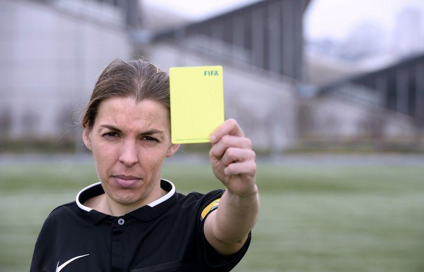 Grande première: Stéphanie Frappart est désignée pour arbitrer un match de Ligue 1