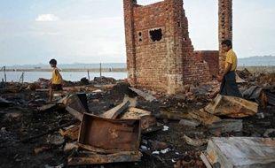 Les violences communautaires se poursuivent dans l'ouest de la Birmanie entre communautés bouddhiste et musulmane et ont fait au total plus de 80 morts,