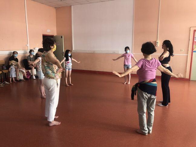 Cours de danse au collège de la Grange aux Belles, à Paris.