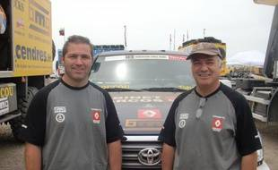 Frédéric (à g.) et Pierre Thueil, lors du Dakar, le 31 janvier 2011 à Mar del Plata, en Argentine.