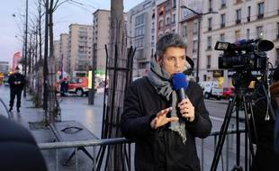 Un journaliste de BFM TV en reportage à Vincennes le 9 janvier 2015.