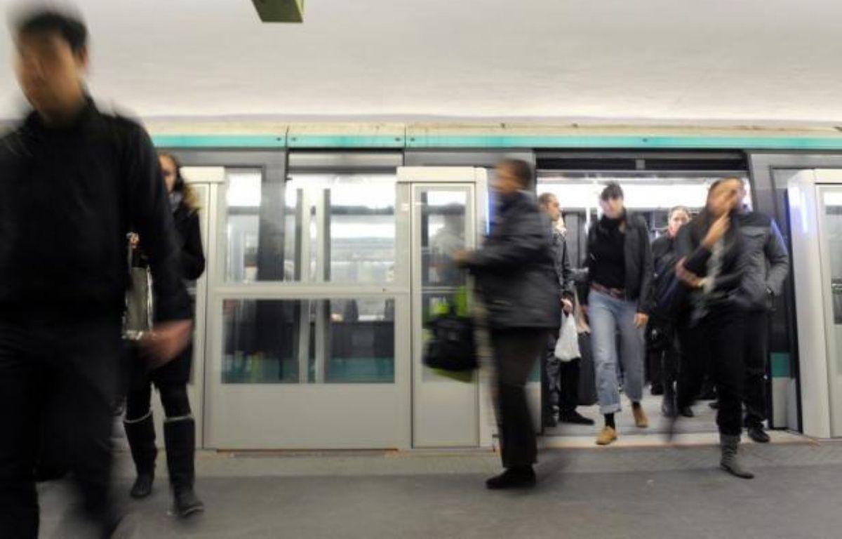Les premiers pas de la vaste réforme des tarifs des transports en commun en Ile-de-France, voulue par la majorité régionale de gauche, vont être présentés lors du conseil d'administration du Stif du 11 juillet prochain, a annoncé lundi le vice-président en charge des transports Pierre Serne. – Miguel Medina afp.com