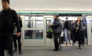 Les premiers pas de la vaste réforme des tarifs des transports en commun en Ile-de-France, voulue par la majorité régionale de gauche, vont être présentés lors du conseil d'administration du Stif du 11 juillet prochain, a annoncé lundi le vice-président en charge des transports Pierre Serne.
