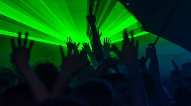 En Normandie, les stocks de boissons des discothèques offerts aux étudiants