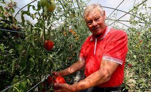 Jean-Claude Terlet dans son exploitation à Celles-sur-Aisne, dans le Nord de la France. Cet agriculteur a déposé plainte contre Mosanto.