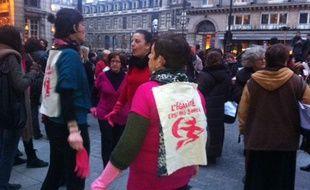 Rassemblement pour le retour de la règle de proximité devant la Comédie Française, place Colette à Paris, le 6 mars 2012.