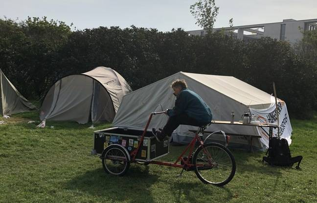Isi, a 19-year-old environmental activist, put down her business at the end of August at the climate hunger strike camp in Berlin at the end of August.