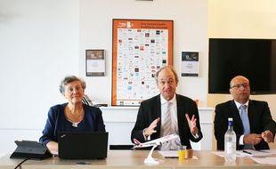 Pascal Personne, directeur de l'aéroport de Bordeaux-Mérignac (au centre) avec Hélène Abraham, directrice commerciale marketing d'Hop ! Air France et Frédéric Alory, directeur régional Nouvelle-Aquitaine d'Air France-KLM