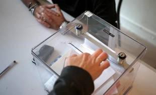 Les adhérents parisiens du PCF ont voté à 57% pour des listes d'union avec le PS dès le premier tour aux municipales à Paris, a annoncé samedi soir lors d'une conférence Igor Zamichiei, numéro un de la fédération PCF de Paris.
