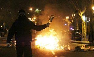 Un manifestant masqué le 14 février 2016 à Bastia après des échauffourées à Reims à la suite d'un match entre les clubs corse et rémois de football