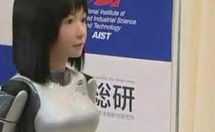 Le robot HRP-4C, présenté le 16 mars au Japon