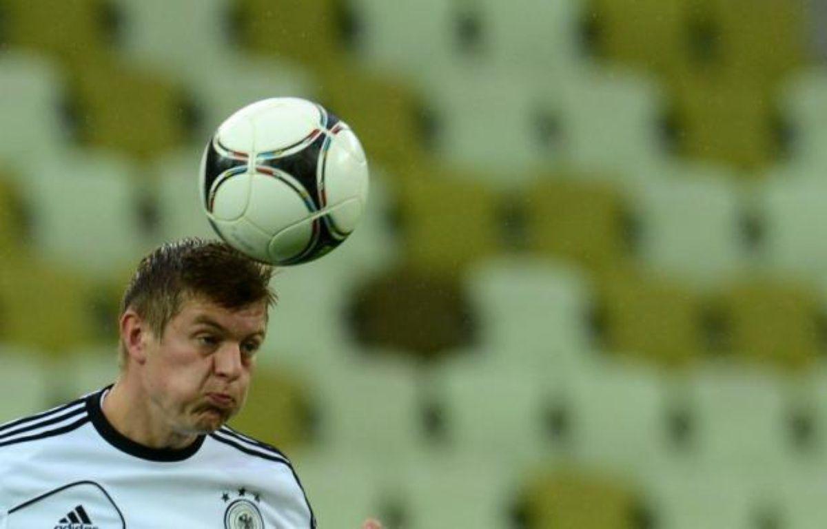 L'Allemagne alignait Toni Kroos en milieu droit à la place de Thomas Müller en demi-finale contre l'Italie, pour sa première titularisation de l'Euro-2012, les Italiens ayant déplacé Federico Balzaretti d'arrière-gauche à arrière-droit, jeudi à Varsovie. – Patrik Stollarz afp.com