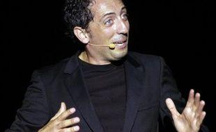 L'humoriste Gad Elmaleh a été vendredi après-midi assigné à comparaître devant la 1ère chambre civile du tribunal de grande instance de Draguignan par la ville de Saint-Raphaël qui lui réclame 100.000 euros de dommages et intérêts pour avoir annulé lundi son spectacle, a-t-on appris auprès de l'avocat de la commune.