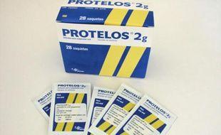 Une boîte de Protelos, un médicament contre l'osthéoporose des laboratoires Servier, en 2008.