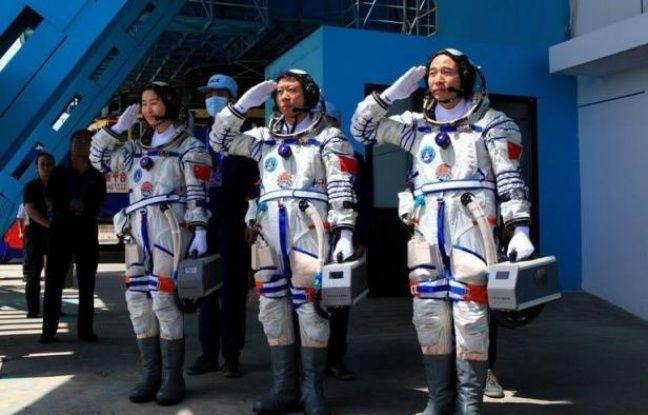 La Chine a lancé samedi vers l'espace son vaisseau Shenzhou IX à bord duquel se trouve sa première femme astronaute, dans le cadre de son ambitieux programme pour se doter d'une station orbitale, selon des images diffusées par la télévision nationale.