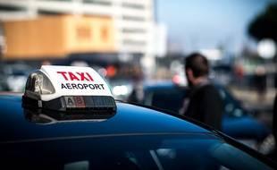 Un taxi devant l'aéroport Toulouse-Blagnac. Illustration.