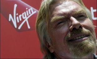 """British Airways a escamoté le patron de sa rivale Virgin Atlantic, Richard Branson, et toute référence à sa compagnie aérienne dans la version du dernier James Bond, """"Casino Royale"""", projetée sur ses vols long courriers, a rapporté samedi le Daily Telegraph."""