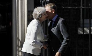 Theresa May et Donald Tusk, jouant la détente.