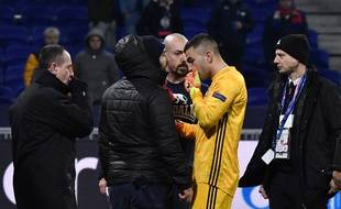 Anthony Lopes a tenté de calmer les supporters à la fin du match.