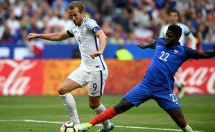 L'Angleterre a rapidement ouvert la marque, Samuel Umtiti a répliqué pour les Bleus, lors du match amical, le 13 juin 2017, au Stade de France à Paris.