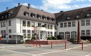 La mairie d'Oberhoffen-sur-Moder, d'où le départ de la marche sera donné.