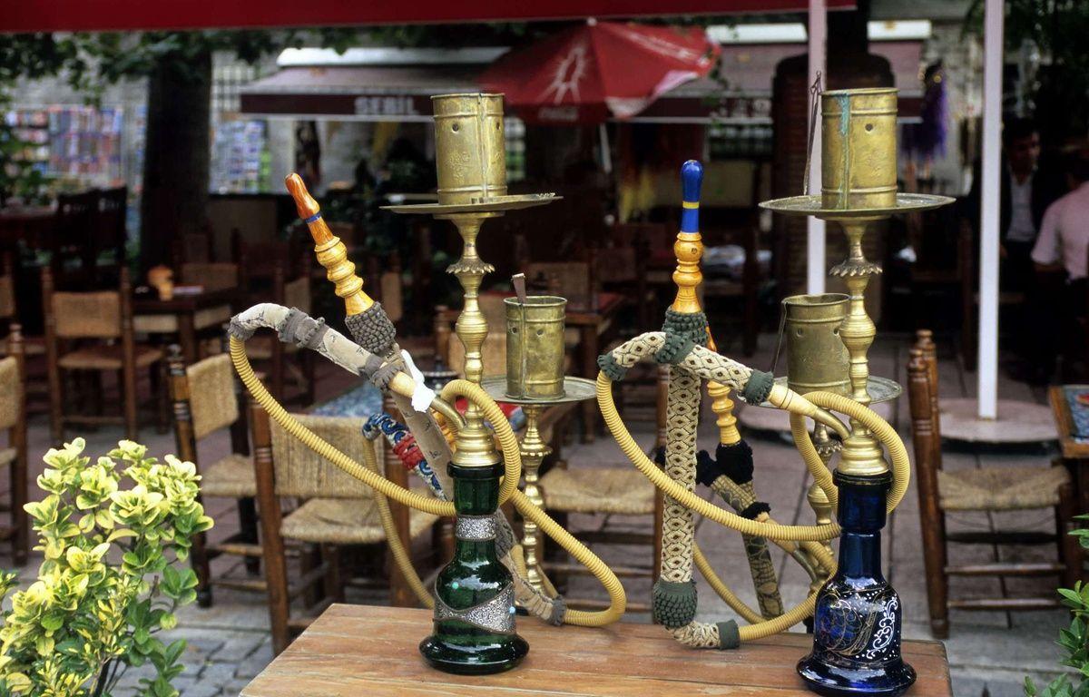 Des narguilés dans un café d'Istanbul, en Turquie. – Superstock/Supestock/Sipa