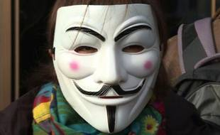 Les participants au clip portaient des masques type Anonymous ou Casa del Papel.