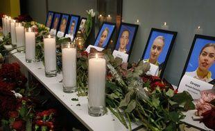 A l'aéroport de Kiev Boryspil, des portraits des membres de l'équipage le 8 janvier 2020.
