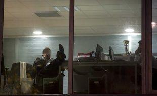 Un homme dans son bureau à Paris.