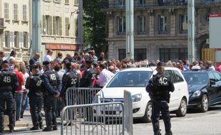 Marseille le 09 JUIN 2015 Les taxis manifestent devant la préfecture.