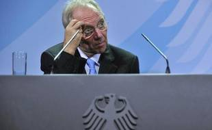 """Le ministre allemand des Finances Wolfgang Schäuble est très critique des mesures de relance de la Réserve fédérale américaine, qui vont selon lui """"poser des problèmes supplémentaires"""" au monde."""