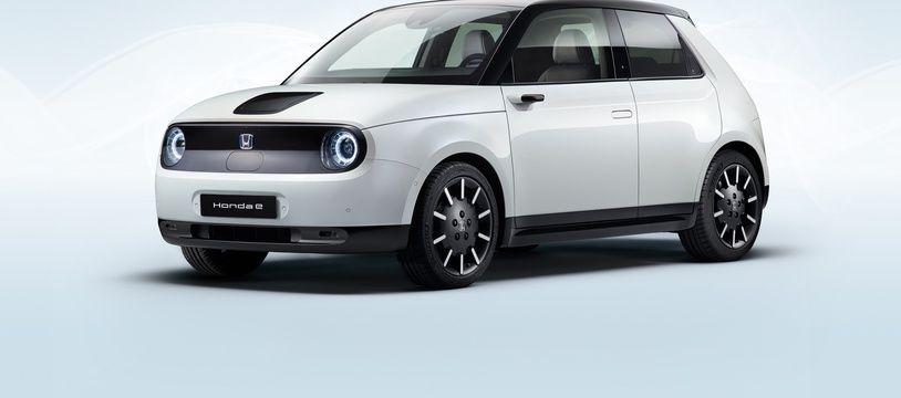 Avec sa bouille craquante et son intérieur design et technologique, la Honda e pourrait s'imposer comme la nouvelle coqueluche des beaux quartiers.