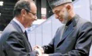 François Hollande et Hamid Karzai, le président afghan, lundi à Chicago.
