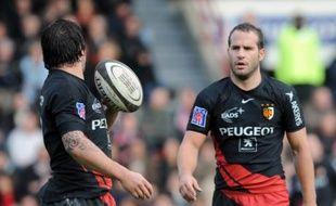 Le joueur de rugby de Toulouse, Frédéric Michalak (à droite), au côté de Byron Kelleher, lors de son retour dans le Top 14, samedi 15 novembre 2008.