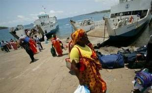 """Le secrétaire d'Etat à l'Outre-mer Christian Estrosi a envisagé vendredi sur France 2 """"une décision exceptionnelle"""" concernant l'île de Mayotte, où """"tout enfant né de parents en situation irrégulière"""" ne pourrait plus """"réclamer"""" la nationalité française."""