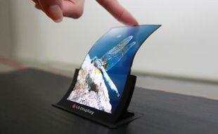 Un prototype d'écran OLED flexible de 5 pouces de LG.