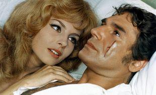 MIchèle Mercier et Robert Hossein dans le film Indomptable Angélique.