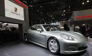 Photo d'illustration d'une Porsche Panamero Turbo S, ici lors d'un salon international d'automobile à New York.
