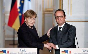 Le président François Hollande et la Chancelière allemande Angela Merkel, le 25 novembre 2015 à l'Elysée, à Paris